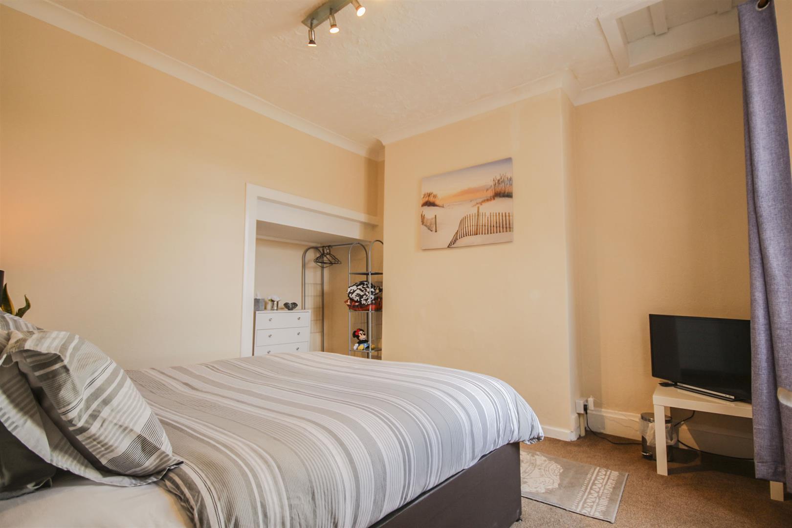 5 Bedroom Mid Terrace House For Sale - _._11.jpg